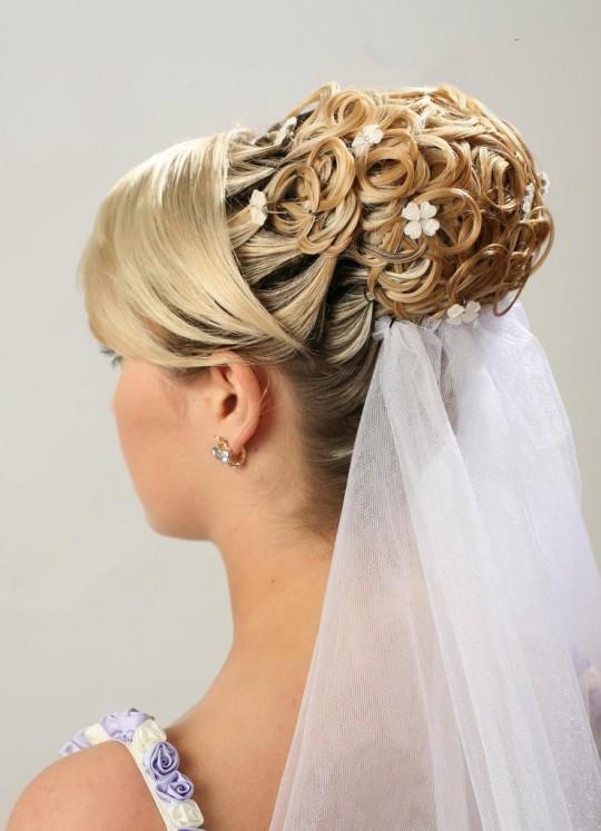 كتالوج العروسة اختاري وعلينا التنفيذ Bride-HairStyle-2011-2012-4-540x747