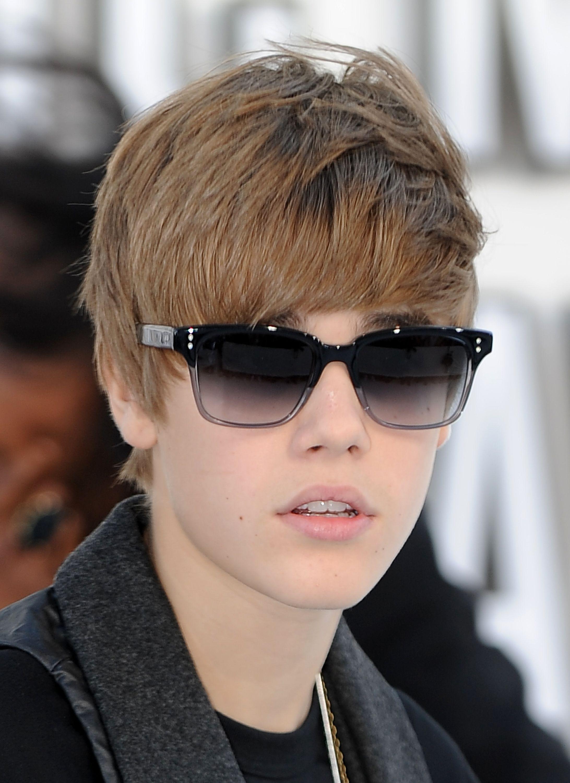 Justin-Bieber-Glasses-Best-Wallpaper