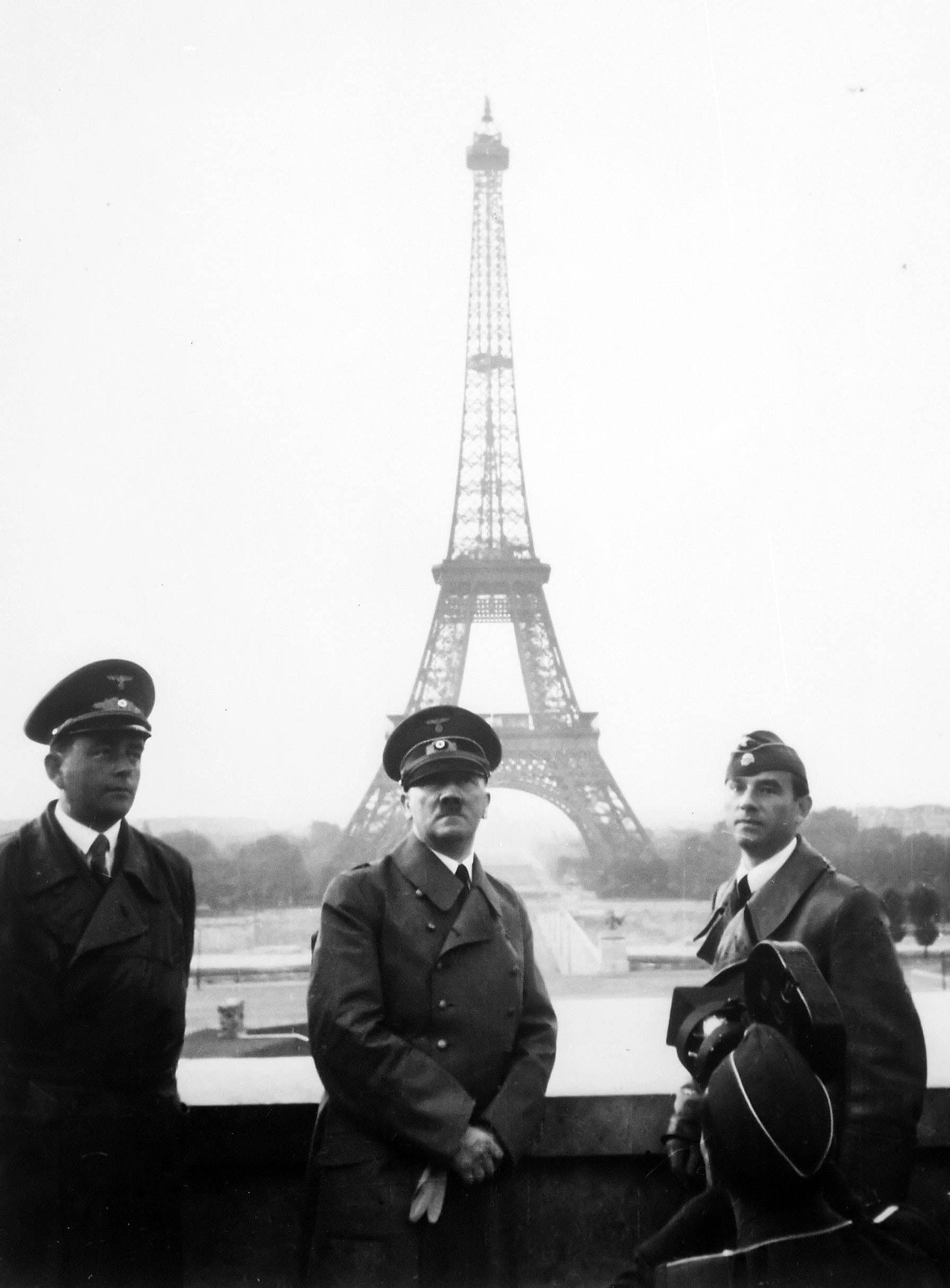 Adolf Hitler Paris 1940