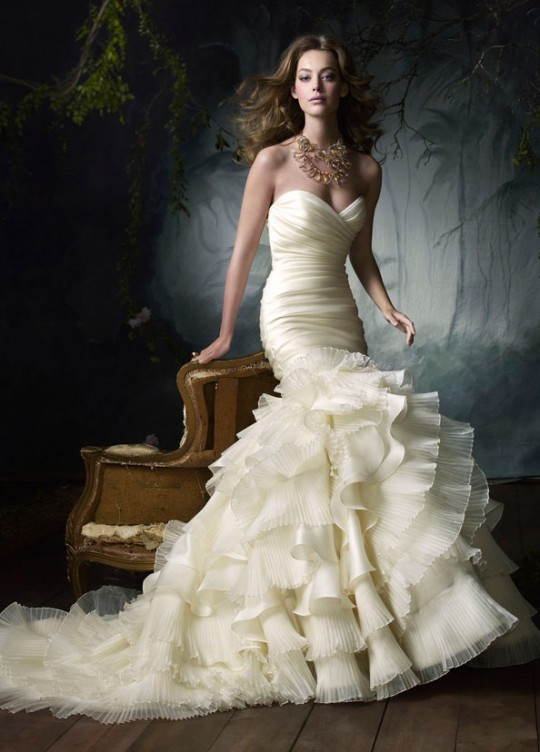 Looks very beautiful wedding dresses wedding for Very sexy wedding dresses