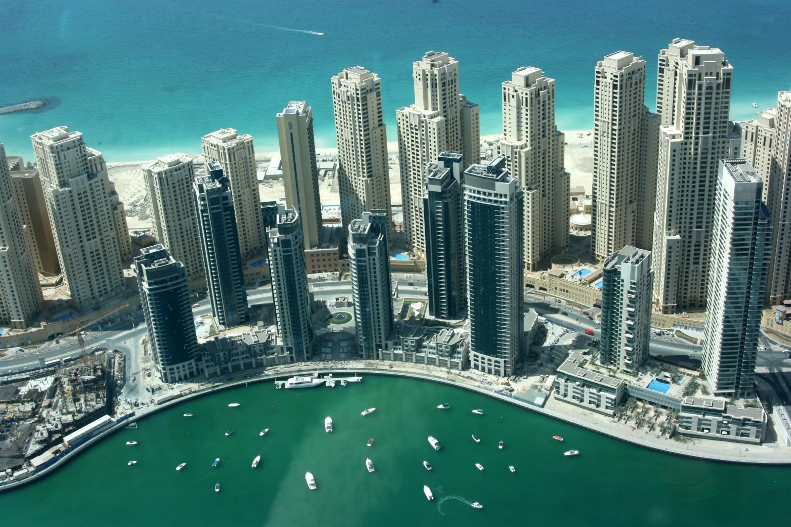 Dubai the fantastic city the wondrous pics for Building an estate