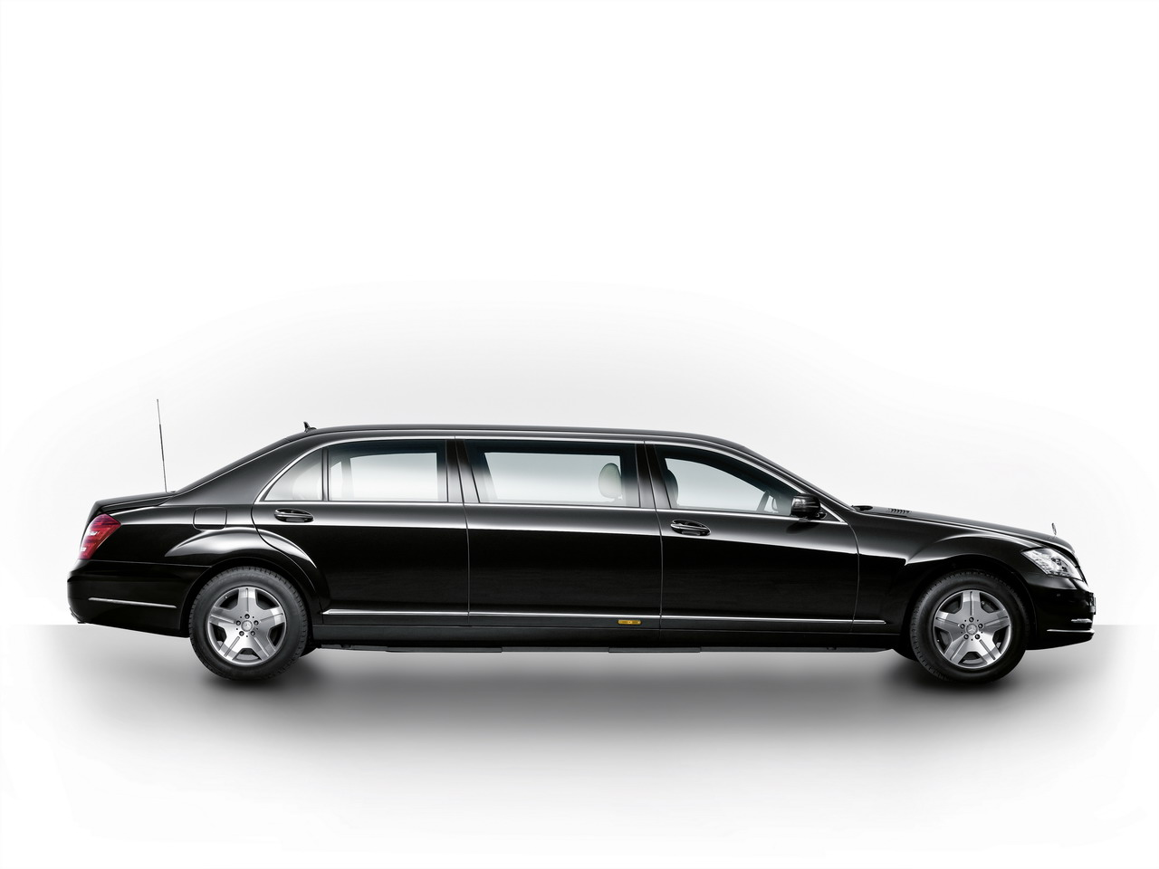 mercedes-benz-s-600-pullman-guard