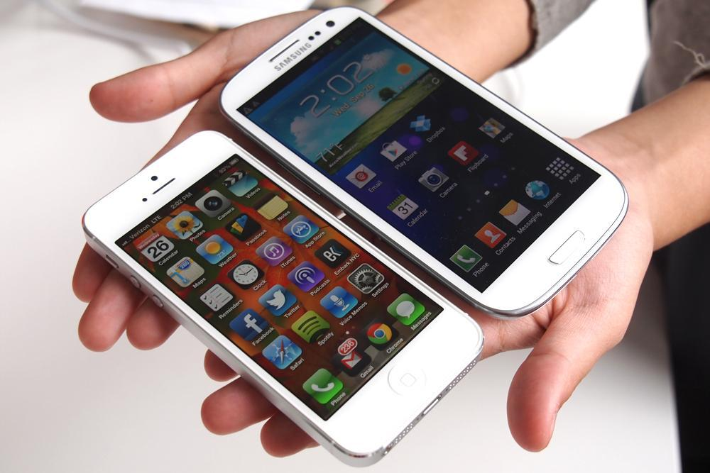 iPhone 5 vs Samsung GALAXY S III/S3 – Comparison and Pictures