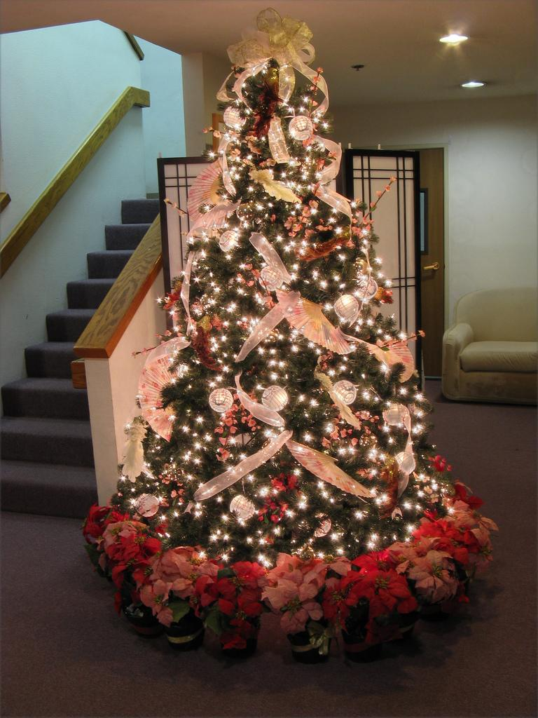 Christmas Decoration Ideas With Ribbon : Beautiful christmas tree design ideas the