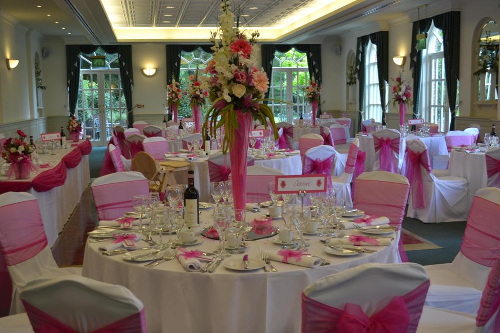 Wedding venue decoration romantic decoration for Pictures of wedding venues decorated