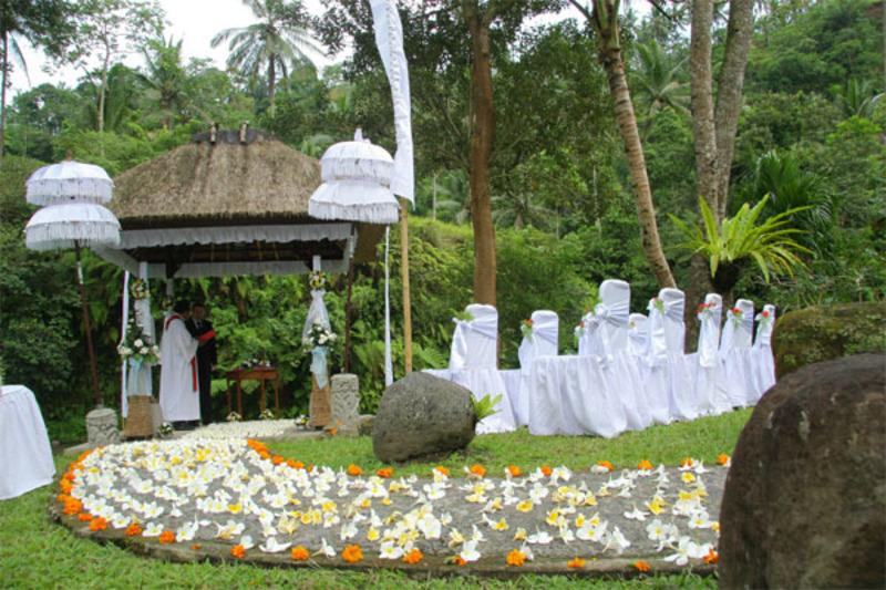 Outdoor wedding decorating ideas simple home decoration for Garden decoration ideas