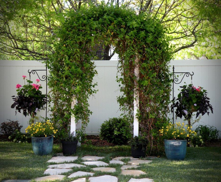 Outdoor wedding decorating ideas simple home decoration - Garden wedding decorations pictures ...