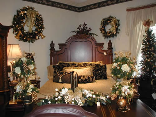adorable christmas bedroom decorations the wondrous pics. Black Bedroom Furniture Sets. Home Design Ideas
