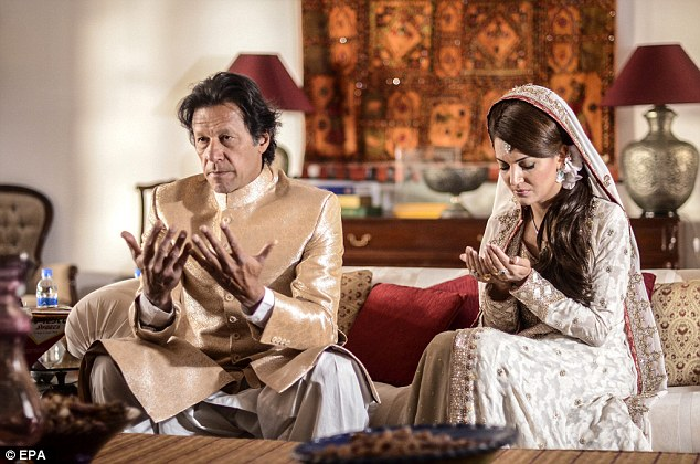 Imran Khan Married with Reham Khan Pictures