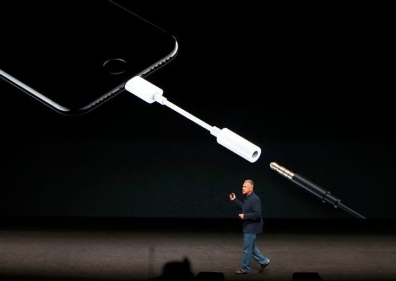 phil-schiller-discusses-the-audio-features-of-the-iphone7-during-a-media-event-in-san-francisco