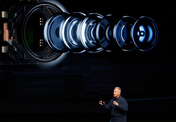 phil-schiller-discusses-the-camera-on-the-iphone7-during-a-media-event-in-san-francisco